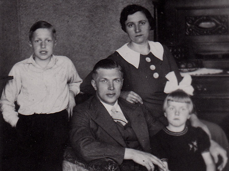 Het gezin Gorter in 1937: Dries met zijn vrouw Rinske , zoon Klaas en dochter Janneke.