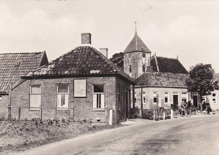 Oterdum: links de woning van de familie Cohen van den Berg