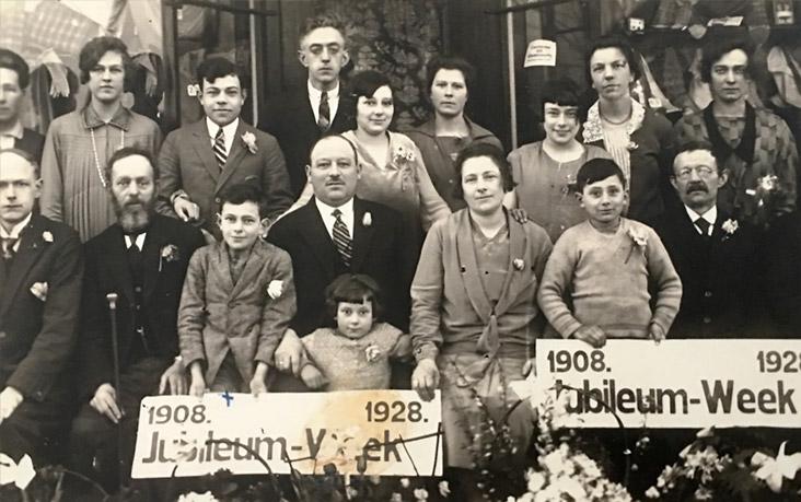 20-jarig-jubileum-kledingzaak-1928
